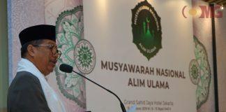 Ketua Umum Majelis Munajat Indonesia Berkah H Usamah Hisyam memberikan sambutan sekaligus membuka acara Musyawarah Nasional Alim Ulama