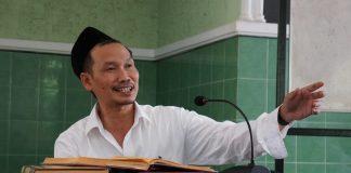 KH. Bahaudin Nur Salim atau biasa disapa Gus Baha.
