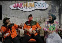 (Ki-Ka) Relawan Kebencanaan DMC Dompet Dhuafa, Adhe Indra, General Manager Pengurangan Risiko Bencana DMC Dompet Dhuafa, Awaludin, Artis, Chiki Fawzi saat diskusi di acara Jakarta Humanity Festival 2020 di M Bloc Space, Jakarta, Minggu (26/1/2020).