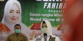 Ketua Umum Ormas Bang Japar yang juga Anggota DPD RI DKI Jakarta Fahira Idris memberikan sambutan pada acara Milad ke-3 Bang Japar di Selasar Blok C, Kantor Walikota Jakarta Timur, Sabtu (24/10/2020)